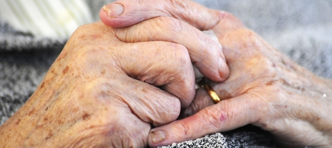 Le donne più anziane conoscono dove