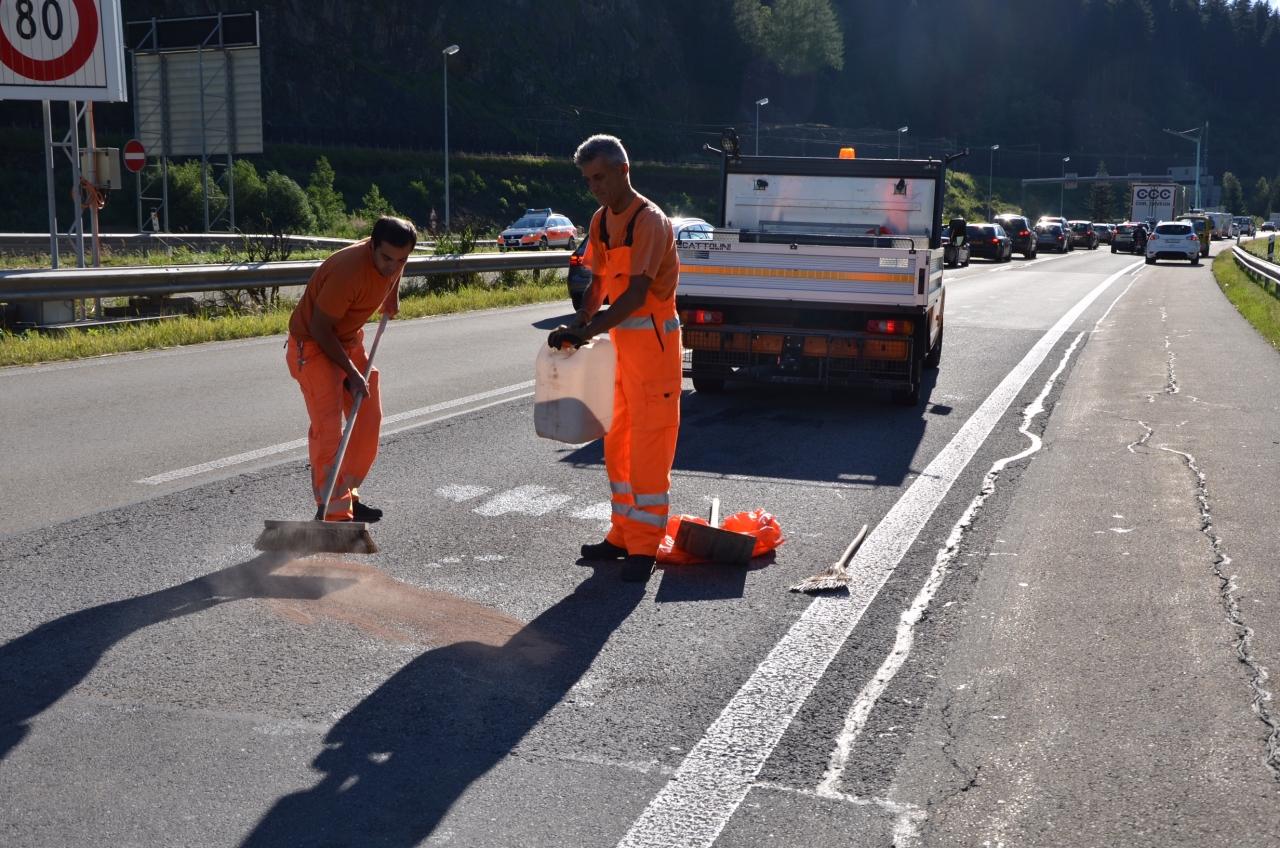 Ticinonline rientra dalla corsia di emergenza e travolge - Letto di emergenza ...