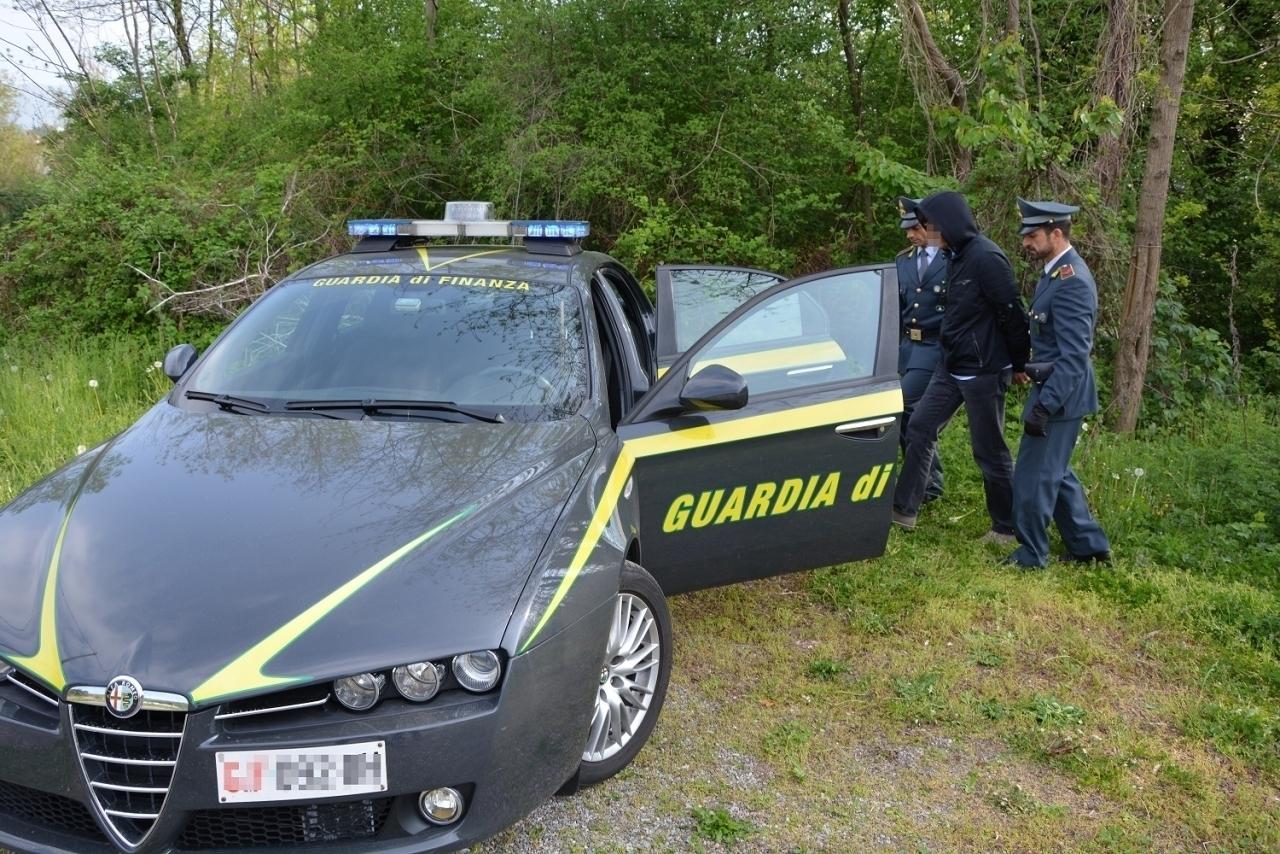 Ticinonline droga nei boschi 5 arresti for Cabina innevata nei boschi