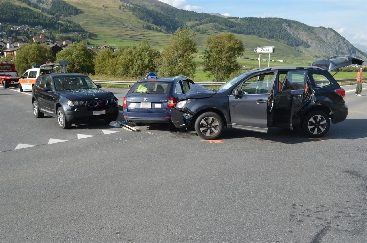 Ticinonline scontro fra tre auto a un incrocio tre feriti for Tre box auto
