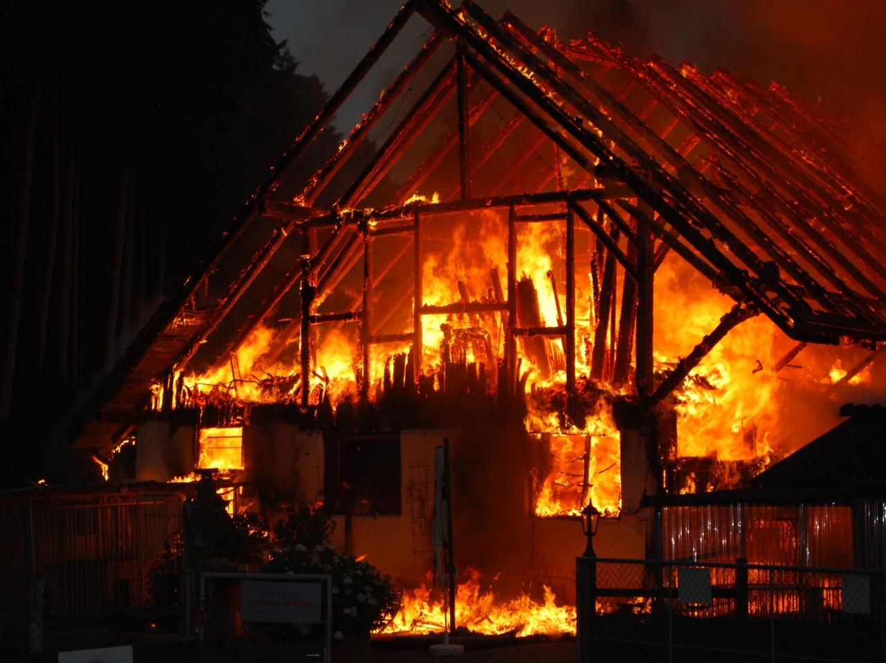 Ticinonline la casa brucia gravi ustioni per una donna - Ospite in casa legge ...