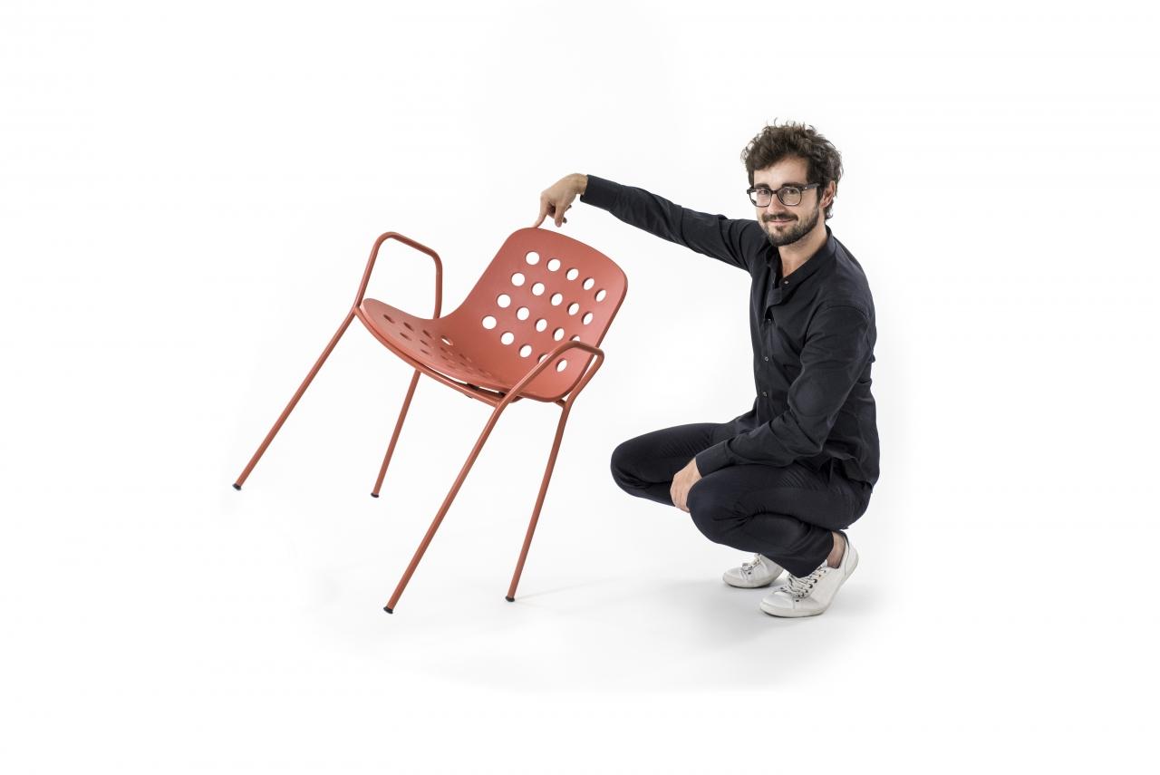 Ticinonline il giro del mondo su una sedia quando il for Design per tutti