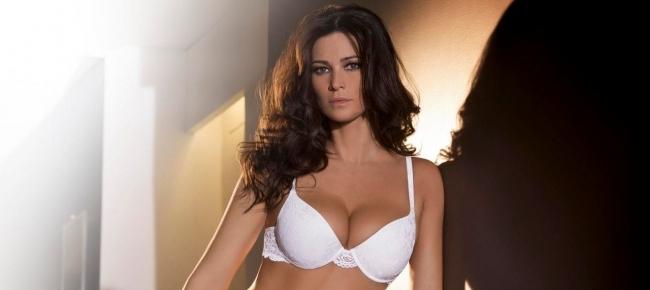 Manuela Arcuri Calendario.Manuela Arcuri E I Calendari Sexy Oggi Non Li Rifarei