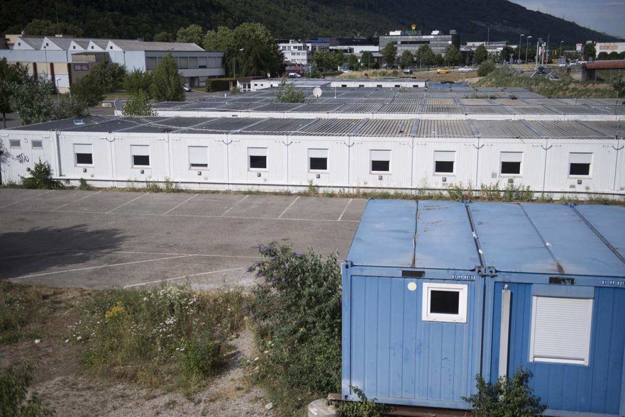 D'accoglienza Da Per Container Ticinonline Operai A Centri UMVSzp