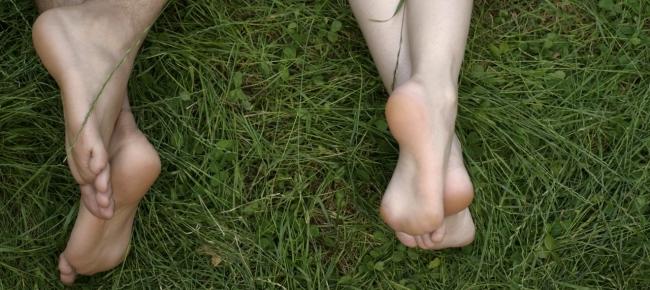 Risultati immagini per tutti nudi nel parco parigi