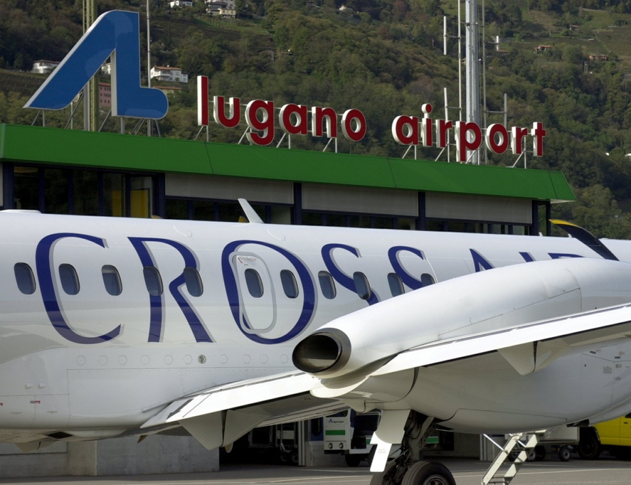 Jet Privato Bologna : Belen rodriguez e iannone volano con un jet privato da roma a milano