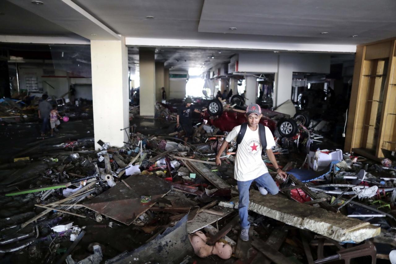 Tsunami in Indonesia spazza via le case, morti e dispersi