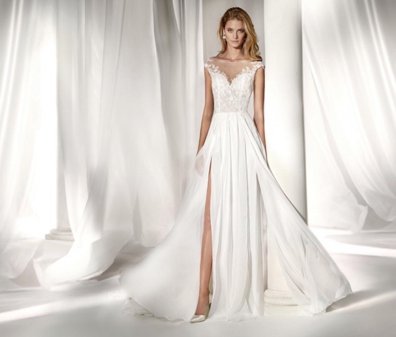 Ticinonline - Spose 2019  i consigli giusti per scegliere l abito perfetto! ee9bdb4a2e3