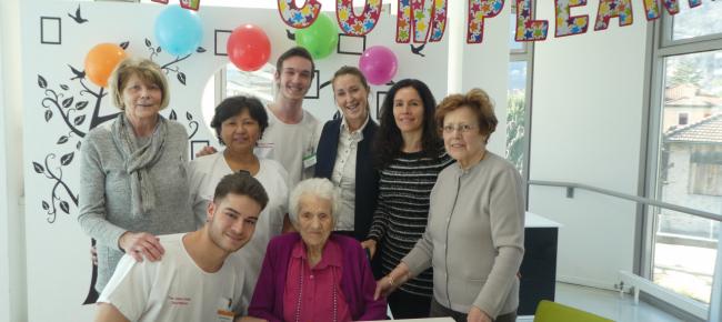 Ticinonline Una Torta Con 106 Candeline Alla Casa Anziani Comunale