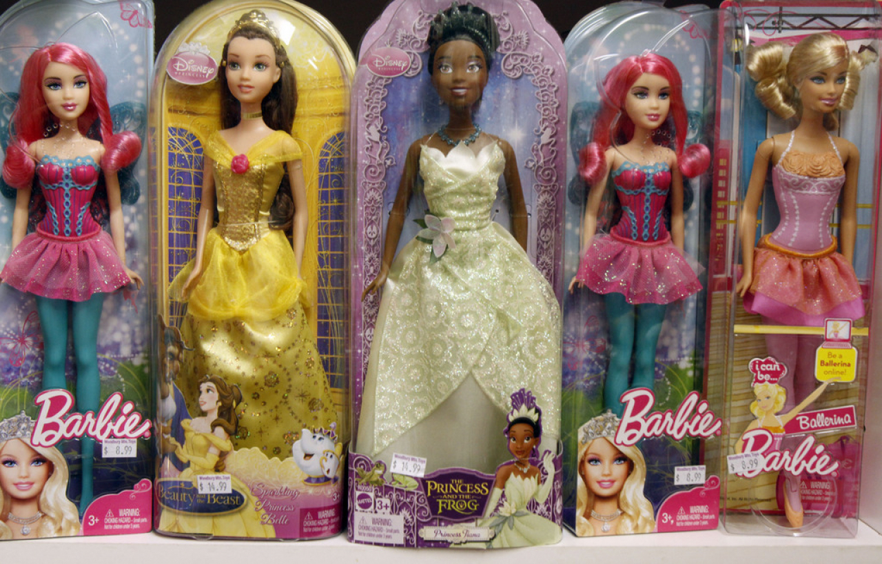 645cde66ec8f6 Ticinonline - 60 candeline rosa shocking  tanti auguri Barbie!