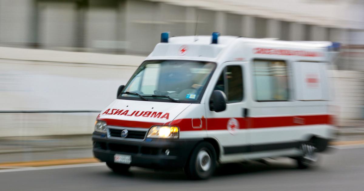 Dimessa dall'ospedale, ruba un'ambulanza per tornare a casa - Ticinonline